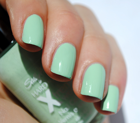 Sally Hansen Xtreme wear mint nail polish