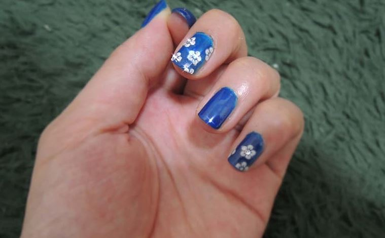 Tips On How To Apply Nail Stickers And Sliders Sparkly Polish Nails